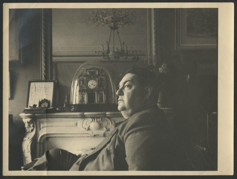 Unknown photographer, [Darius Milhaud in his apartment on the Boulevard de Clichy, Paris], ca 1950