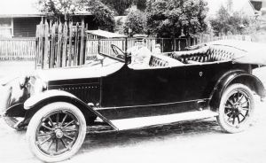 Alice Anderson in her Hupmobile Touring car, c. 1918